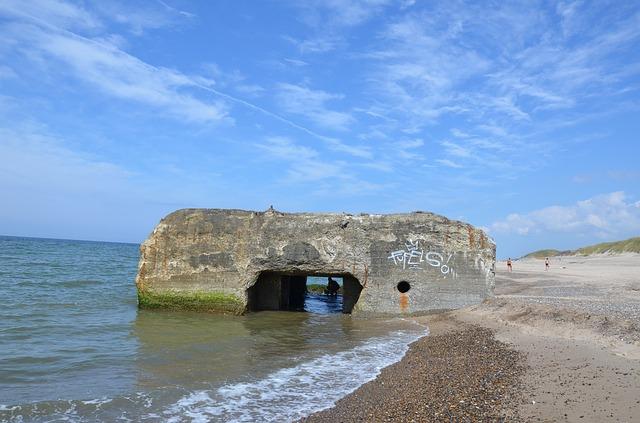 Bunker versinkt im Sand